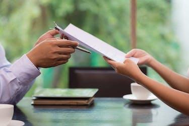 売却への1ステップ!売り主が受け取る「買い付け申込書」の意味と留意点
