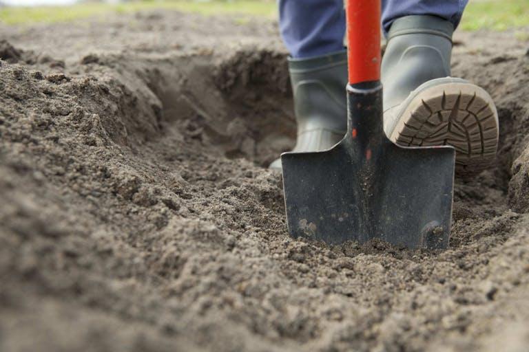 土地を売却する際に地中埋設物があったらどうする?