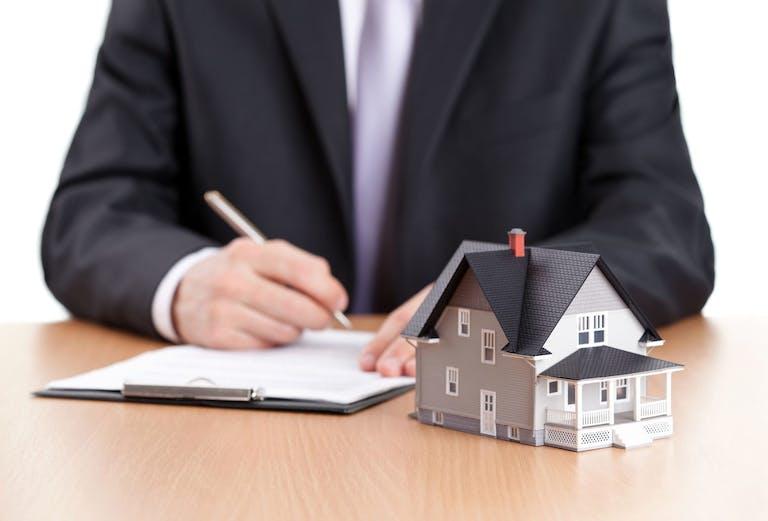 不動産における登記事項証明書の種類と申請・取得方法を解説