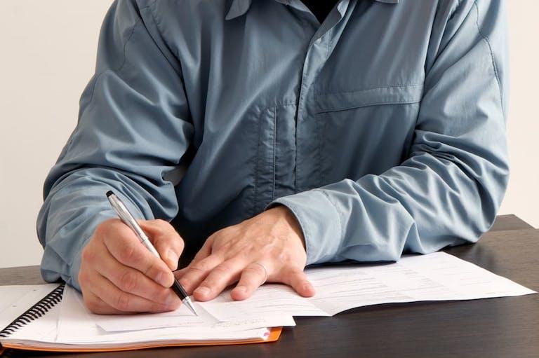 アパートを相続したら必要な税金と費用を総まとめ|相続税対策のコツも解説