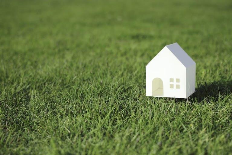 土砂崩れで家が倒壊した場合保険の補償はどうなる?