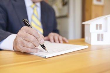 土地売却の流れとは?相場の調べ方や相続した土地に使える特例も解説