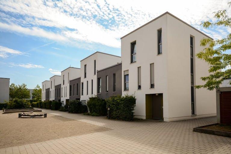 アパート経営と太陽光発電で賢く資産運用!賃料と売電で収入の安定